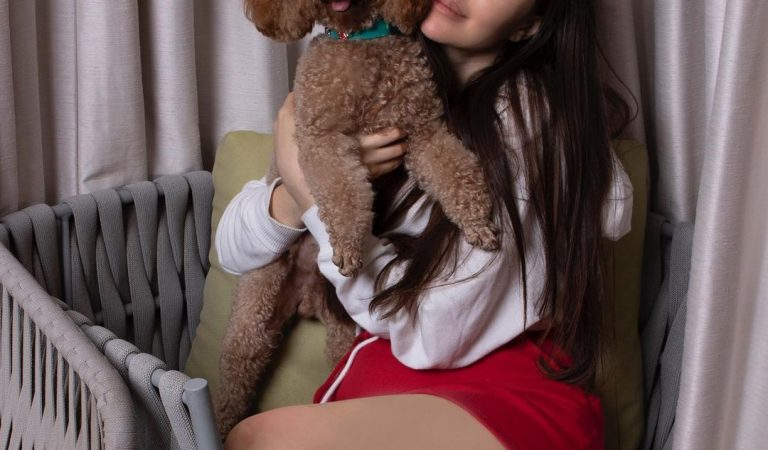 Giorgia Andriani's top 5 pictures with her Pet Hugo are the pawfect pictures to steal our attention.