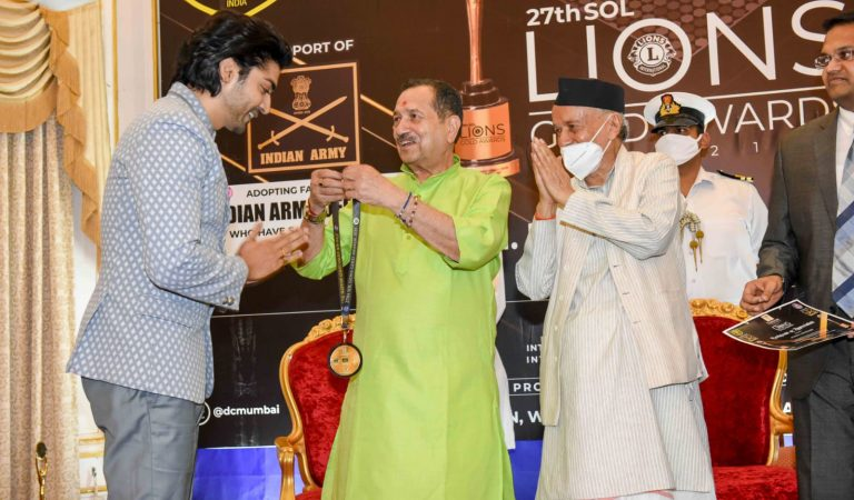 """Gurmeet Choudhary receives an award by Governor of Maharashtra Bhagat Singh Koshyari for his """"Selfless Act of Philanthropy The young actor dedicated the award to his team of COVID WARRIORS who have worked round the clock for the past 2 years"""