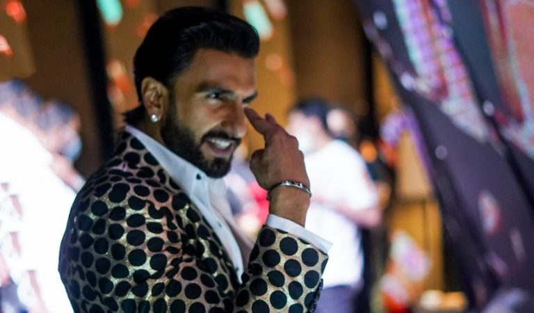 Ranveer gifts contestant a pair of new running shoes on COLORS' 'The Big Picture'!
